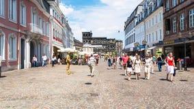 Άνθρωποι σε Simeonstrasse και την άποψη Nigra Porta Στοκ Εικόνες