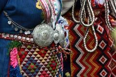 Άνθρωποι στα παραδοσιακά κοστούμια λαογραφίας Στοκ Φωτογραφίες