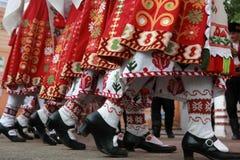 Άνθρωποι στα παραδοσιακά κοστούμια λαογραφίας Στοκ Εικόνα