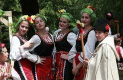 Άνθρωποι στα παραδοσιακά κοστούμια λαογραφίας Στοκ φωτογραφία με δικαίωμα ελεύθερης χρήσης