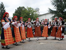 Άνθρωποι στα παραδοσιακά κοστούμια λαογραφίας Στοκ Φωτογραφία