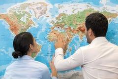Άνθρωποι στην έννοια γραφείων ταξιδιωτικού γραφείου Στοκ εικόνα με δικαίωμα ελεύθερης χρήσης