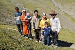 Άνθρωποι στην κορυφή του λόφου στο Κιργιστάν Στοκ Εικόνες