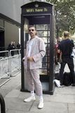 Άνθρωποι στην οδό κατά τη διάρκεια της μόδας WeekPeople του Λονδίνου στην οδό κατά τη διάρκεια της εβδομάδας μόδας του Λονδίνου στοκ φωτογραφία με δικαίωμα ελεύθερης χρήσης