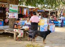 Άνθρωποι στην οδό στο Mandalay, το Μιανμάρ Στοκ φωτογραφία με δικαίωμα ελεύθερης χρήσης