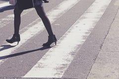 Άνθρωποι στην οδό ζέβους περάσματος Στοκ Εικόνα