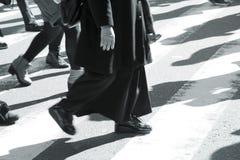 Άνθρωποι στην οδό ζέβους περάσματος Στοκ Εικόνες
