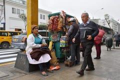 Άνθρωποι στην οδό της Λίμα, Περού Στοκ φωτογραφία με δικαίωμα ελεύθερης χρήσης
