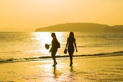 Άνθρωποι στην παραλία στο AO Nang Krabi Στοκ εικόνα με δικαίωμα ελεύθερης χρήσης