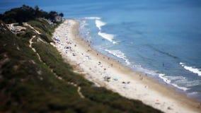 Άνθρωποι στην παραλία (μετατόπιση HD κλίσης) απόθεμα βίντεο