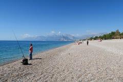 Άνθρωποι στην παραλία Konyaalti σε Antalya, Τουρκία Στοκ Εικόνες