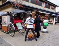 Άνθρωποι στην περιοχή Arashiyama στο Κιότο, Ιαπωνία Στοκ Φωτογραφία