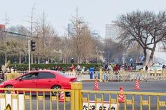 Άνθρωποι στην πράσινη λεωφόρο στην οδό Qianmen Στοκ φωτογραφία με δικαίωμα ελεύθερης χρήσης