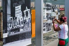 Άνθρωποι στην τοπογραφία του τρόμου γερμανικά: Topographie des Terr στοκ φωτογραφία με δικαίωμα ελεύθερης χρήσης