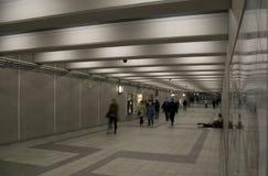 Άνθρωποι στην υπόγεια σήραγγα στην αμερικανική πόλη Στοκ Φωτογραφίες