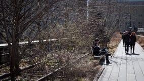 Άνθρωποι στην υψηλή γραμμή Στοκ εικόνες με δικαίωμα ελεύθερης χρήσης