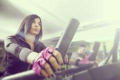 Άνθρωποι στη γυμναστική Στοκ Φωτογραφία