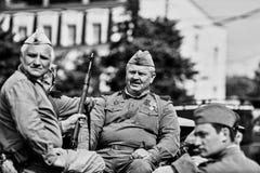 Άνθρωποι στη στρατιωτική στολή προς τιμή τις διακοπές ημέρας νίκης Στοκ Φωτογραφία