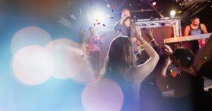 άνθρωποι στη συναυλία με τη μετάβαση στοκ εικόνες