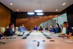 Άνθρωποι στη σύνοδο διασκέψεων στρογγυλής τραπέζης Στοκ Εικόνα