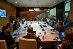 Άνθρωποι στη σύνοδο διασκέψεων στρογγυλής τραπέζης Στοκ Φωτογραφία