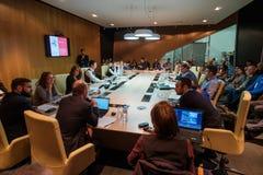 Άνθρωποι στη σύνοδο διασκέψεων στρογγυλής τραπέζης Στοκ Φωτογραφίες