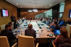 Άνθρωποι στη σύνοδο διασκέψεων στρογγυλής τραπέζης Στοκ Εικόνες