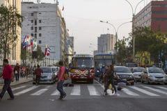 Άνθρωποι στις οδούς της Λίμα Στοκ Εικόνες