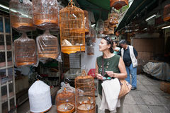 Άνθρωποι στον κήπο πουλιών στο Χονγκ Κονγκ Στοκ Φωτογραφία