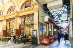 Άνθρωποι στους μοντέρνους καφέδες στη Μελβούρνη Στοκ Εικόνες