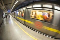 Άνθρωποι στο σταθμό μετρό Στοκ Φωτογραφίες