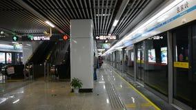 Άνθρωποι στο σταθμό στο Τσάνγκσα, Κίνα απόθεμα βίντεο