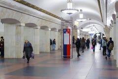 Άνθρωποι στο σταθμό Kurskaya στις 8 Νοεμβρίου 2016 στο μετρό της Μόσχας Στοκ φωτογραφία με δικαίωμα ελεύθερης χρήσης