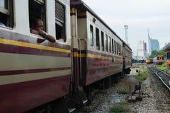 Άνθρωποι στο ταϊλανδικό τραίνο Στοκ Φωτογραφίες