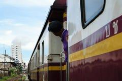 Άνθρωποι στο ταϊλανδικό τραίνο Στοκ εικόνες με δικαίωμα ελεύθερης χρήσης