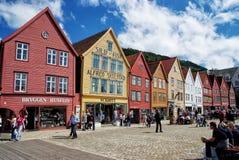 Άνθρωποι στο τετράγωνο στο κέντρο πόλεων του Μπέργκεν, Νορβηγία Στοκ Εικόνα