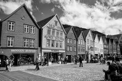 Άνθρωποι στο τετράγωνο στο κέντρο πόλεων του Μπέργκεν, Νορβηγία Στοκ εικόνα με δικαίωμα ελεύθερης χρήσης