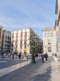 Άνθρωποι στο Plaza Sant Jaume de Στοκ Εικόνες