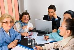 άνθρωποι συνεδρίασης τη&sigma στοκ φωτογραφίες με δικαίωμα ελεύθερης χρήσης