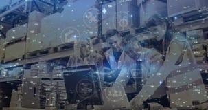 Άνθρωποι σύνθεσης αποθηκών εμπορευμάτων που εργάζονται στην αποθήκη εμπορευμάτων που συνδυάζεται με τη ζωντανεψοντη απεικόνιση απόθεμα βίντεο