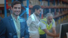 Άνθρωποι σύνθεσης αποθηκών εμπορευμάτων που εργάζονται στην αποθήκη εμπορευμάτων που συνδυάζεται με την αφηρημένη ζωτικότητα απόθεμα βίντεο