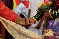 Άνθρωποι τελετής νεόνυμφων γαμήλιων νυφών Στοκ Εικόνες