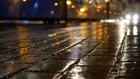 Άνθρωποι τραμ οδών βροχής φιλμ μικρού μήκους