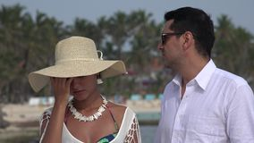 Άνθρωποι δυστυχισμένοι και σοβαροί στις διακοπές απόθεμα βίντεο