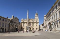 Άνθρωποι Place de Λα Republique σε Arles, Γαλλία Στοκ εικόνες με δικαίωμα ελεύθερης χρήσης