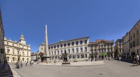 Άνθρωποι Place de Λα Republique σε Arles, Γαλλία Στοκ Εικόνα