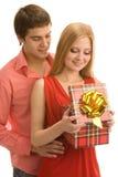 Άνοιγμα ενός κιβωτίου δώρων στοκ φωτογραφία με δικαίωμα ελεύθερης χρήσης