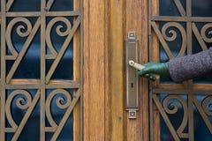 άνοιγμα πορτών Στοκ εικόνες με δικαίωμα ελεύθερης χρήσης