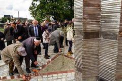 Άνοιγμα του μνημείου στα τοπικά θύματα του ολοκαυτώματος σε Uzhgorod Στοκ φωτογραφία με δικαίωμα ελεύθερης χρήσης