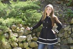 άνοιξη κοριτσιών κήπων Στοκ φωτογραφία με δικαίωμα ελεύθερης χρήσης